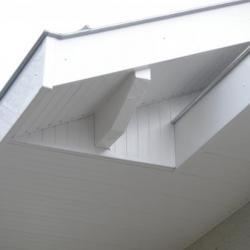 Débords en PVC blanc
